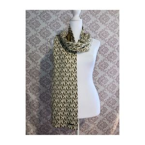 💜 Micheal Kors Logo Scarf ~ 2 for $40